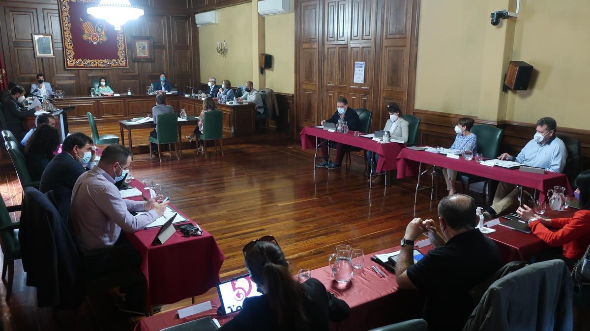 Pleno del Ayuntamiento de Teruel, el primero presencial desde el pasado febrero de 2020.