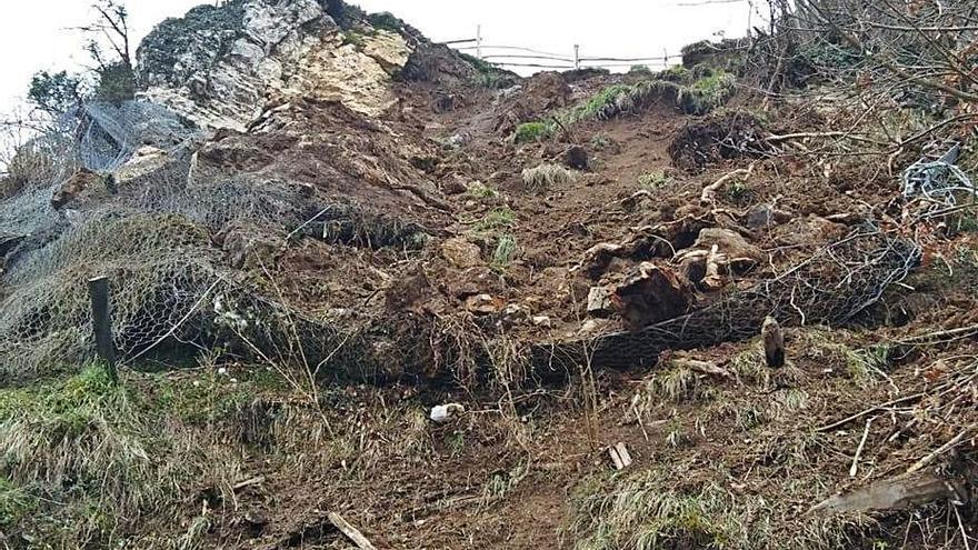 Cae un argayo en La Bárgana, que hoy evaluarán técnicos locales y regionales