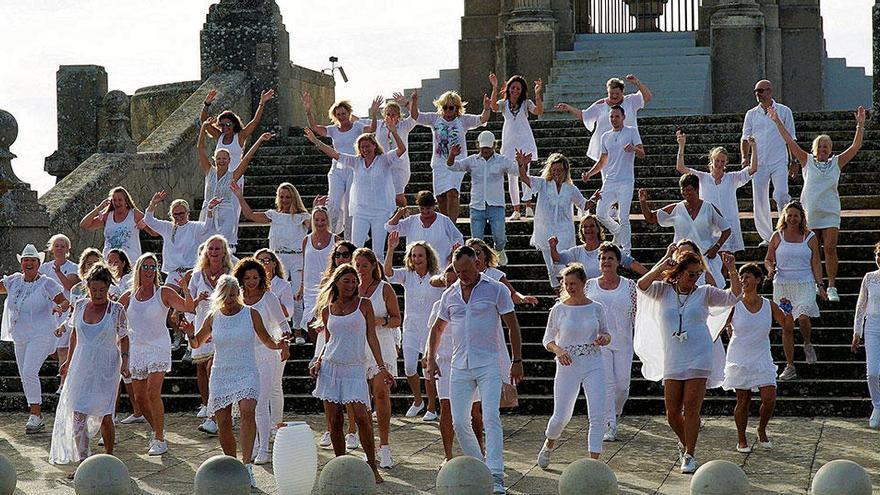 Deutsche tanzen auf Mallorca für den guten Zweck