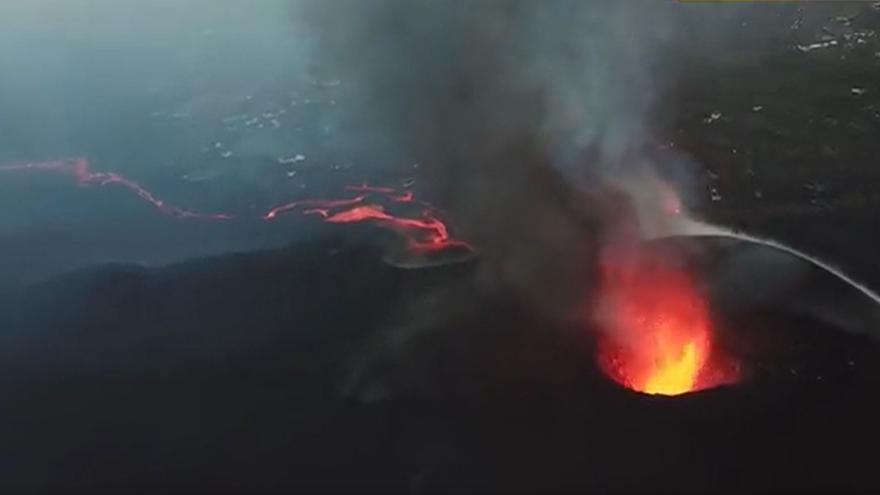 El volcán de La Palma, a vista de pájaro, en el decimotercer día de erupción
