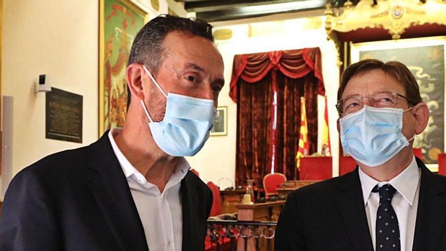 El alcalde junto al presidente Puig, el martes en Elche. | ANTONIO AMORÓS