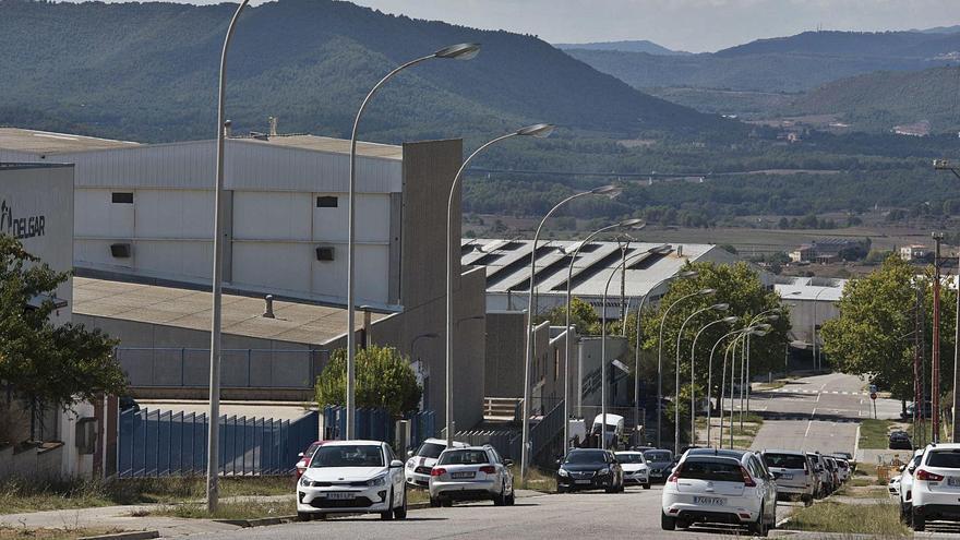 La falta de subministrament de matèries primeres posa en alerta la indústria bagenca