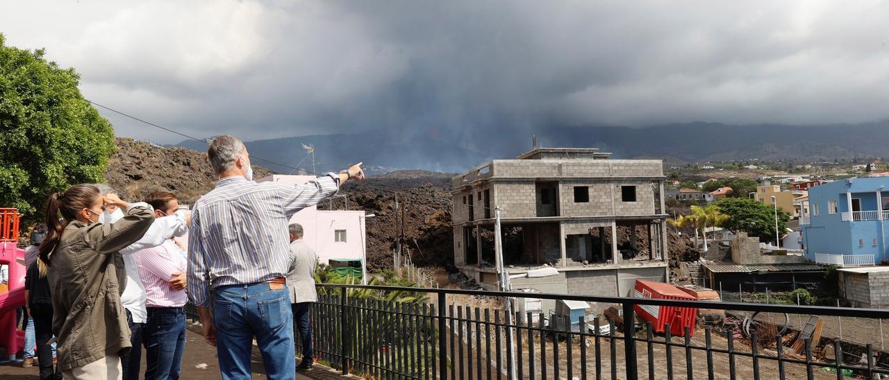 Los Reyes visitan La Palma durante la erupción en Cumbre Vieja