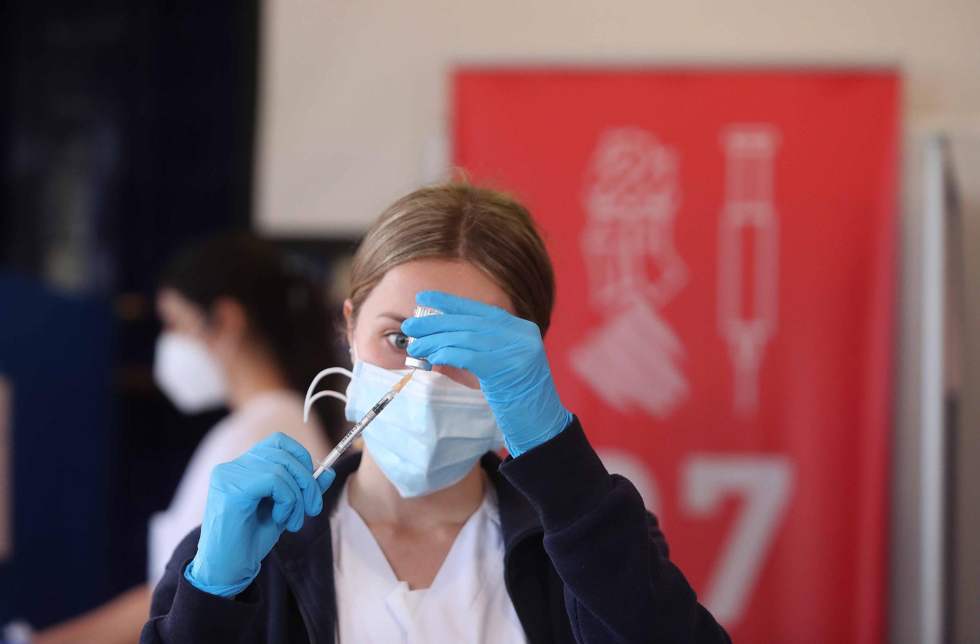 Así ha sido la vacunación de docentes en el Hospital de la Malvarrosa