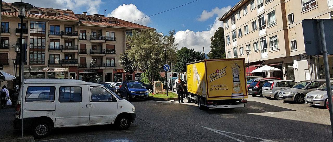 La Praza Rosalía de Castro de Gondomar perderá 40 plazas de aparcamiento con la peatonalización. |   // FDV