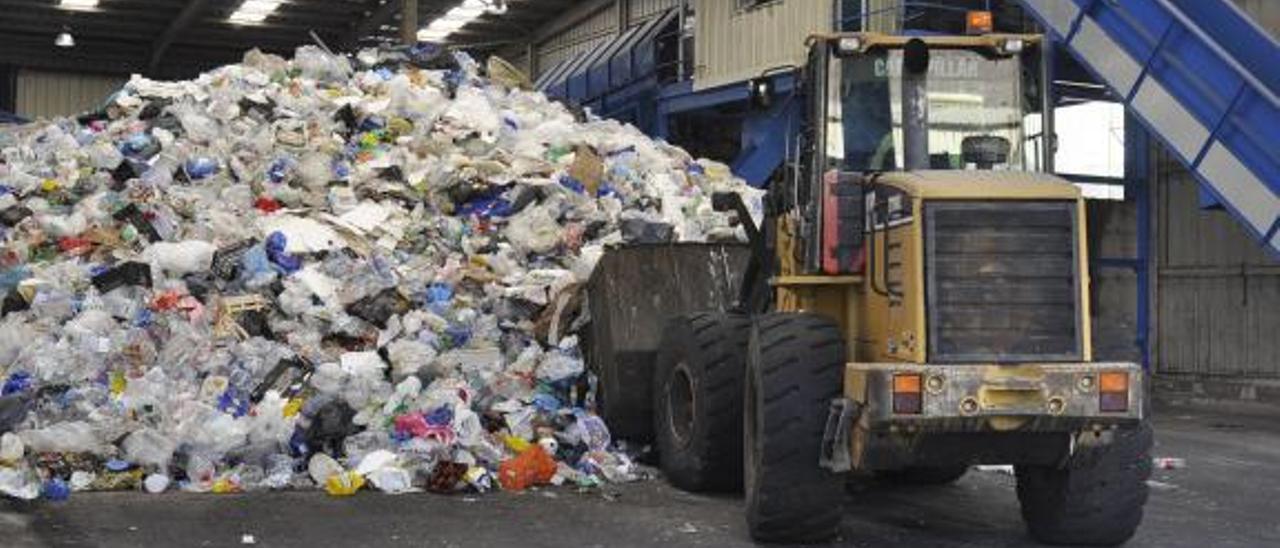 Planta de tratamiento de residuos plásticos en el Complejo Medioambiental de Salto del Negro. | | LP/DLP