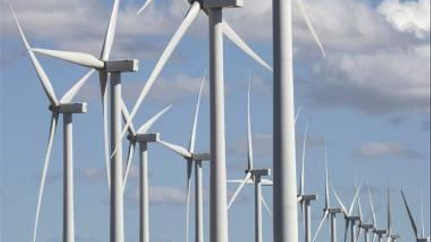 El precio de la luz sube un 12% en octubre  por la falta de viento