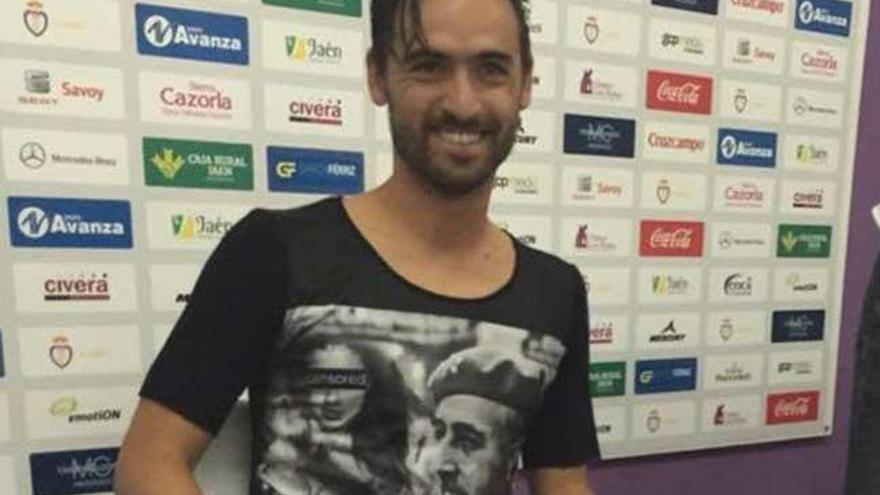 Nuno Silva subastará la camiseta de Franco con un fin solidario