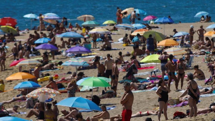 Cataluña suma 994 nuevos positivos, un 70% de ellos en el área metropolitana