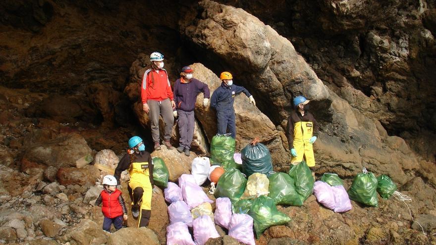 Retiran más de 100 kilos de residuos de una treintena de cuevas del sur de la Región