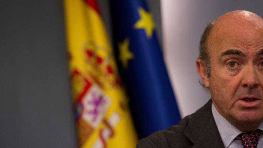 """De Guindos afirma que condonar la deuda pública es """"ilegal"""" y carece """"de sentido económico"""""""