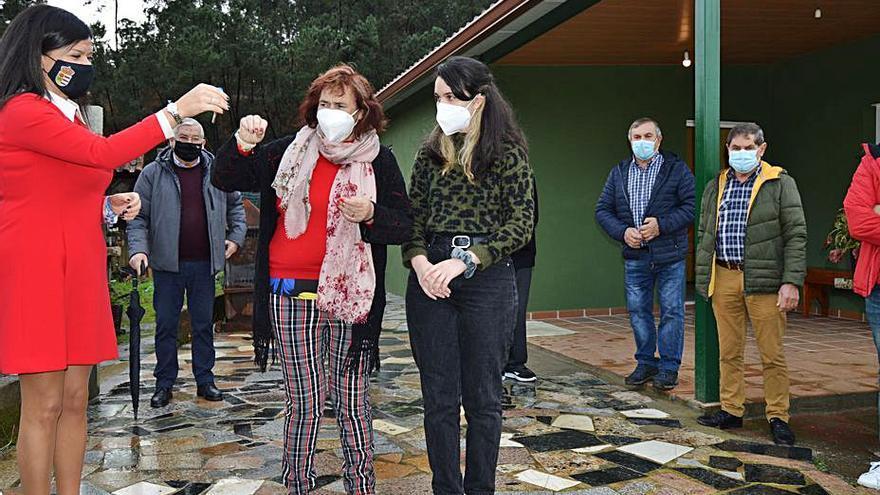 Rosa y su familia recuperan la casa que un incendio destruyó en 2019