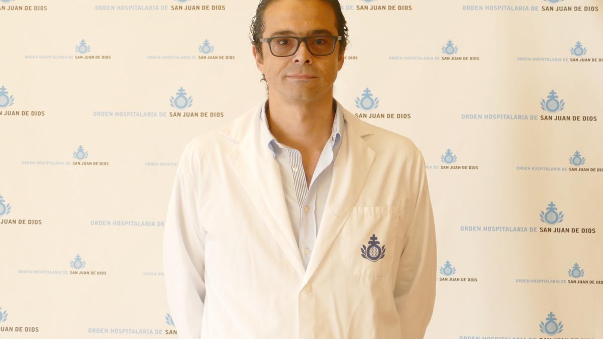 Rafael Sánchez, especialista otorrino del hospital San Juan de Dios.