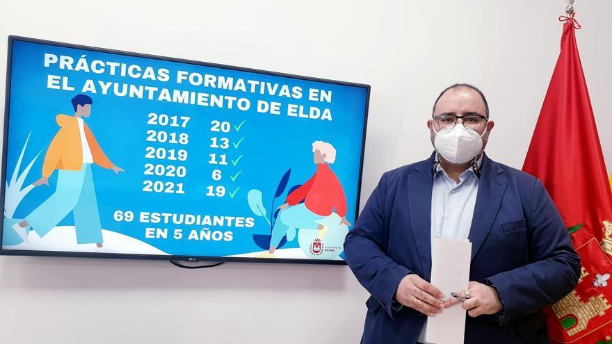 El Ayuntamiento de Elda, cantera de prácticas para estudiantes
