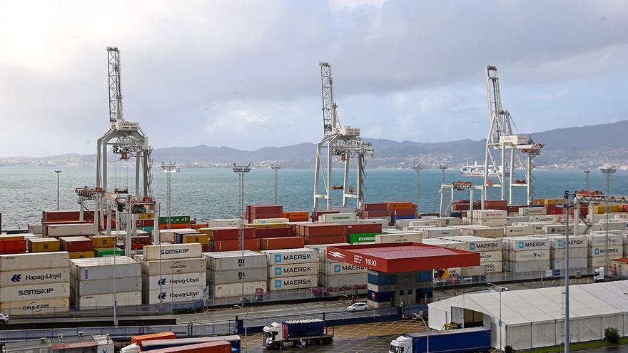 La crisis de los contenedores ya afecta al Puerto de Vigo: primera caída de tráficos en seis meses