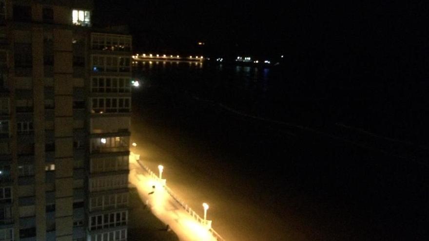 Salinas: espectacular rescate a medianoche en la Peñona