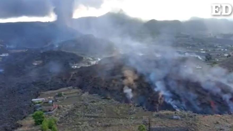 Un dron de la UME sobrevuela las coladas de la erupción del volcán de La Palma