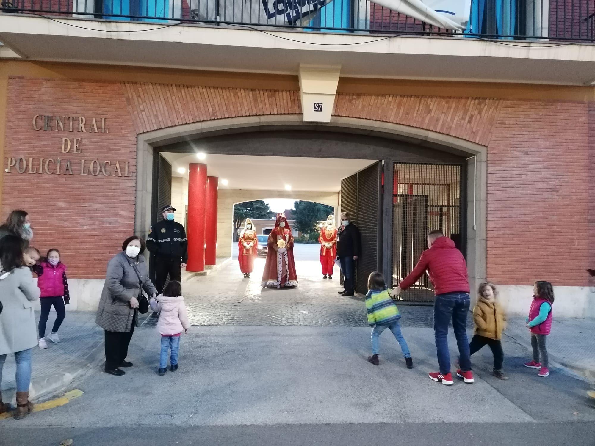 Los Reyes Magos llegan a la recepción en el Ayuntamiento de València
