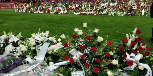 Miles de personas despiden a Quini en un abarrotado estadio de El Molinón