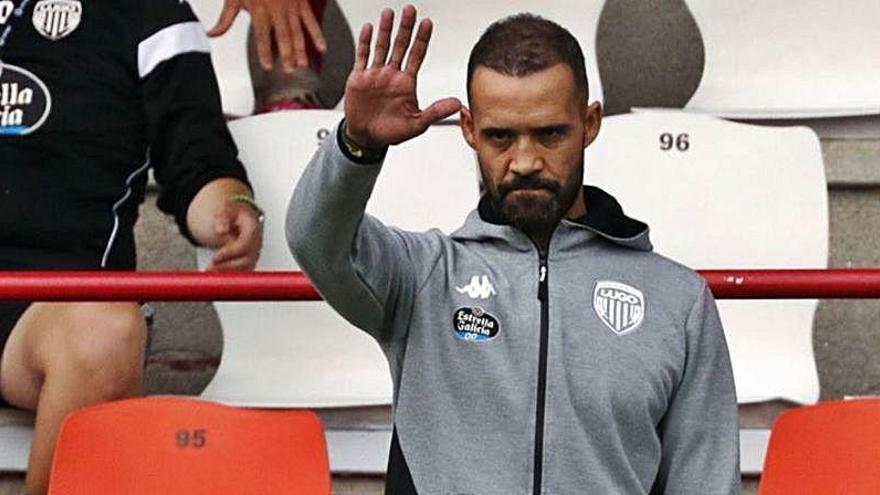 El Lugo destituye a Juanfran tras perder contra Luis García