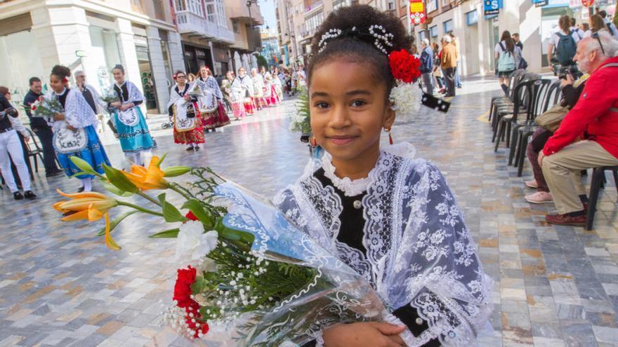 Festejos organiza el desfile y Ofrenda Floral a la Patrona el Viernes de Dolores