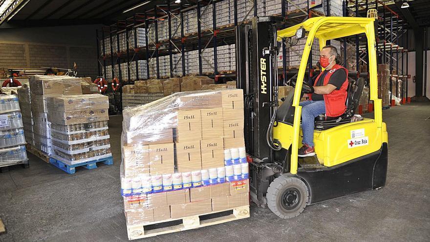 Cruz Roja reparte 1,2 millones de kilos de alimentos a 43.673 canarios vulnerables