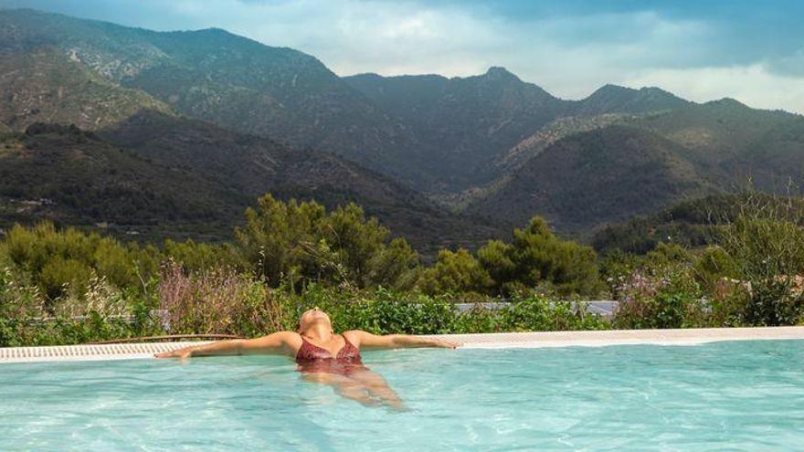 ¿Sabías que el primer hotel 100% ecológico de España está en la Serra d'Espadà? ¡Descúbrelo!