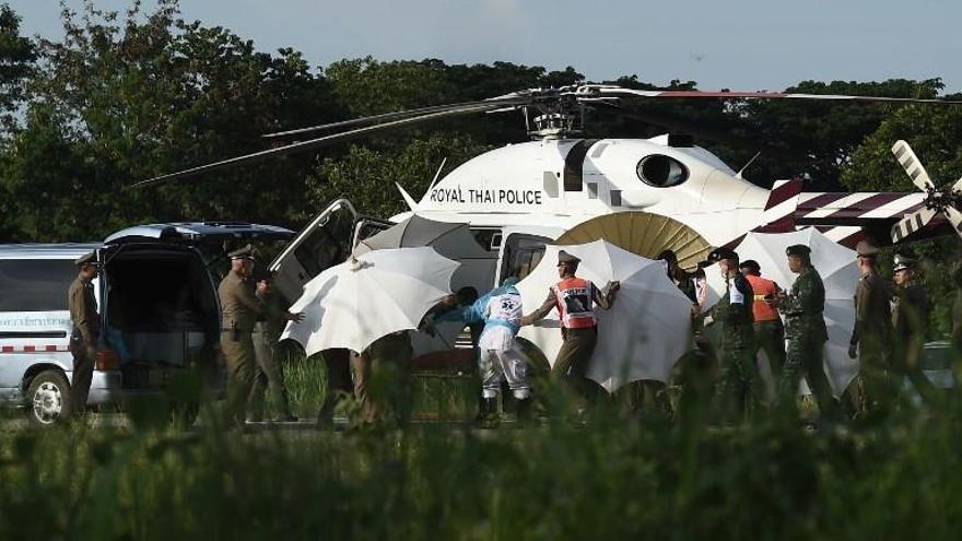 Rescatados los 12 niños y el monitor que quedaron atrapados en una cueva de Tailandia