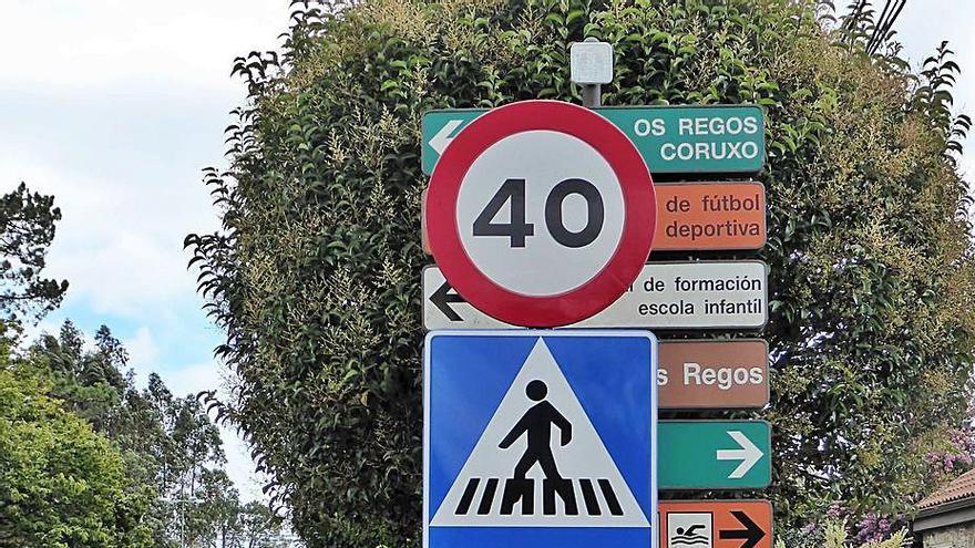 Confusión de señales junto a la rotonda de As Pedreiras