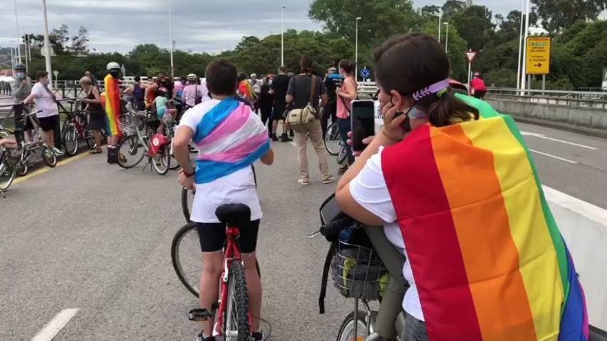 """El colectivo gay asturiano otorga a Canteli su antipremio: el """"Ladrillo rosa"""""""