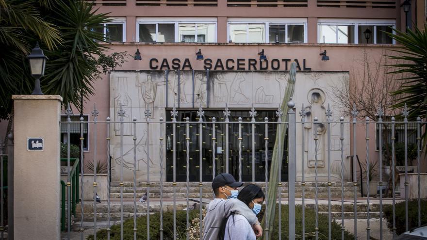 Un brote con 17 positivos mantiene a 35 curas confinados en la Casa Sacerdotal en Alicante