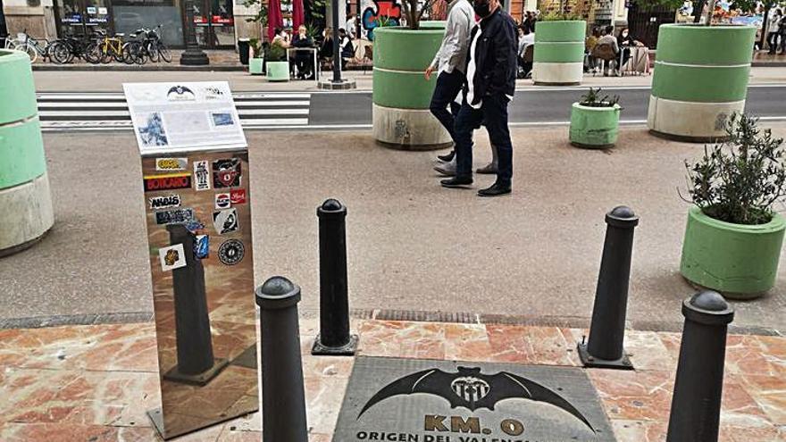 Hitos y monolitos de la plaza