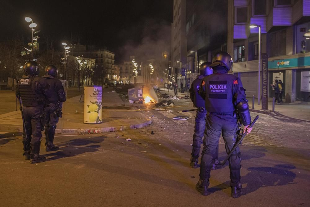 Grups incontrolats provoquen destrosses a Girona