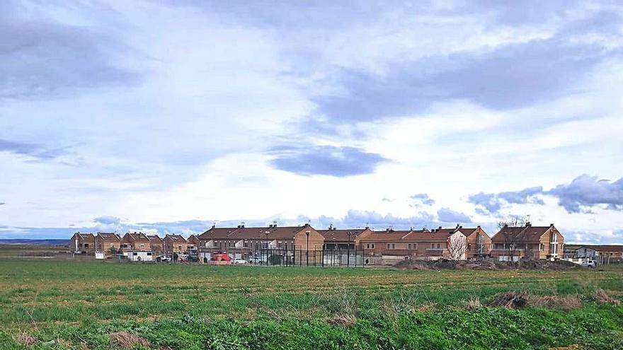 Roales ofrece terrenos a Familia para ubicar la nueva residencia de mayores
