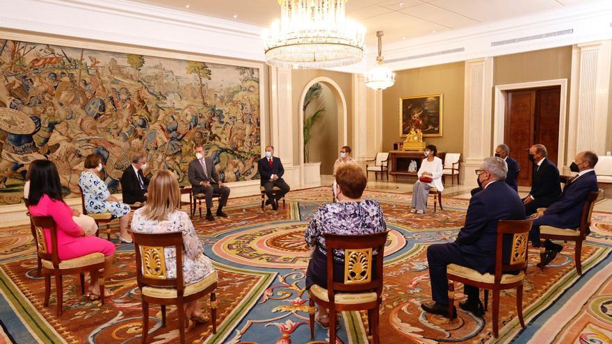 Felipe VI recibe en audiencia a la familia Barceló