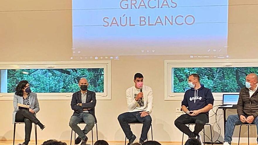 El colegio L' Ecole rinde homenaje a Saúl Blanco