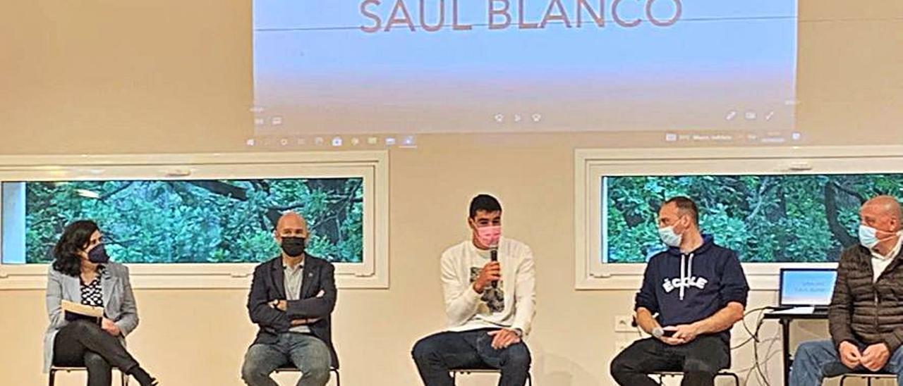 De izquierda a derecha, María Elena Cueva, Ricardo Cueva, Saúl Blanco, Miguel González y Miguel Moreno.   LNE