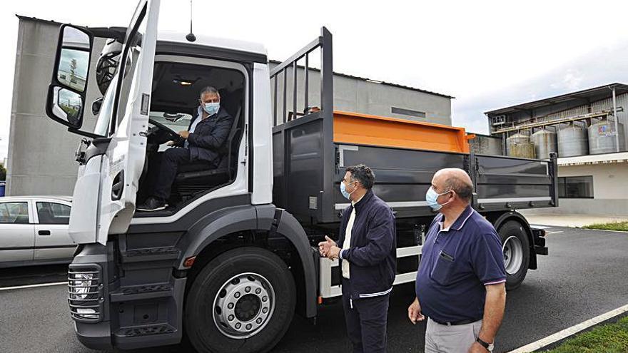 Silleda recibe un camión para la brigada de obras