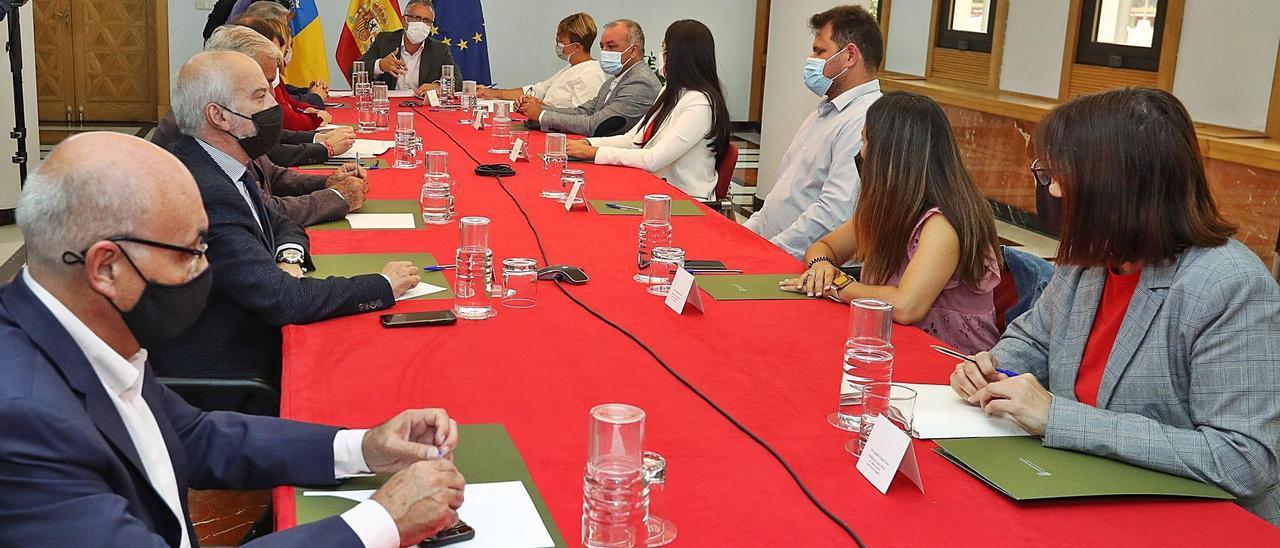 Reunión de seguimiento del Plan Reactiva Canarias, ayer, en Presidencia del Gobierno, en Las Palmas de Gran Canaria. | ELVIRA URQUIJO A. /EFE