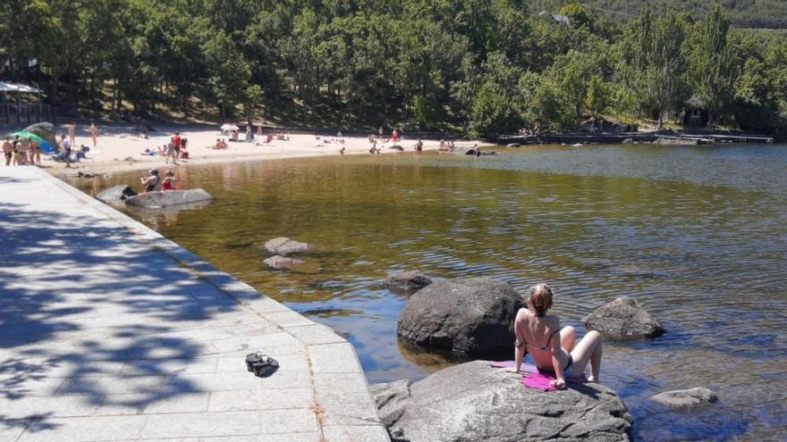 COVID en Zamora | Adjudicada en 12.000 euros el control de aforo en las playas del Lago de Sanabria