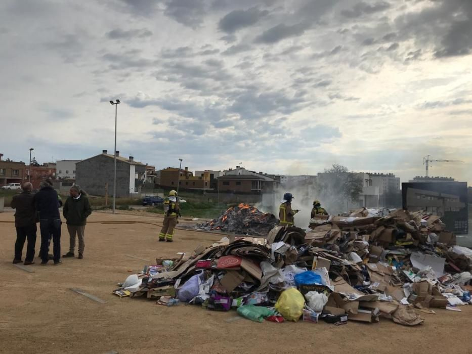 Incendi a Figueres, a la càrrega d'un camió