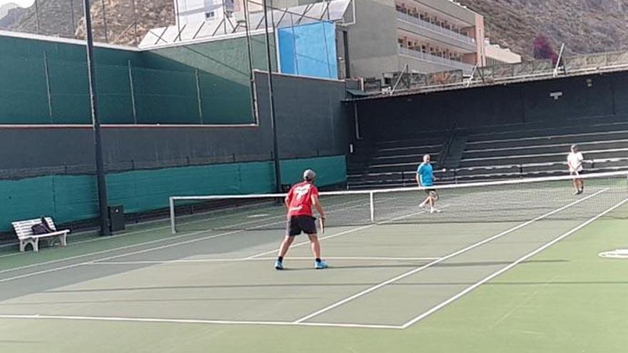 Pádel y tenis podrán jugar en modalidad 2x2 el lunes