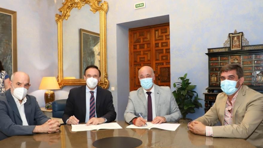 La UCO y la Diputación firman el convenio que financia las actividades de la Cátedra de Memoria Democrática