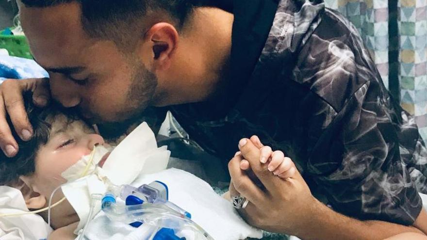 La madre yemení del niño en estado terminal podrá viajar a EEUU para despedirse de él