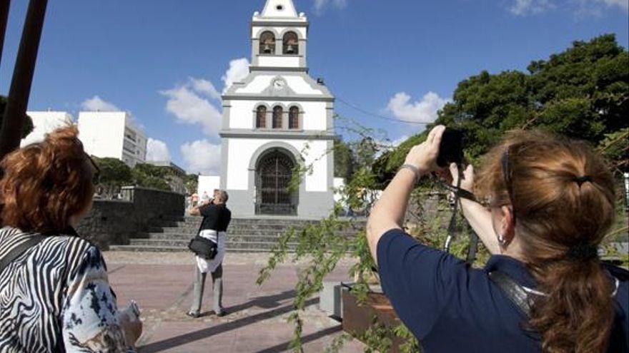 La capital celebra el día grande de sus fiestas en honor a la Virgen del Rosario