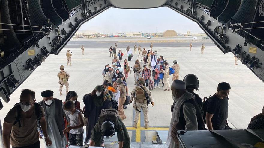 El primer avió militar espanyol trasllada evacuats de Kabul a Dubai