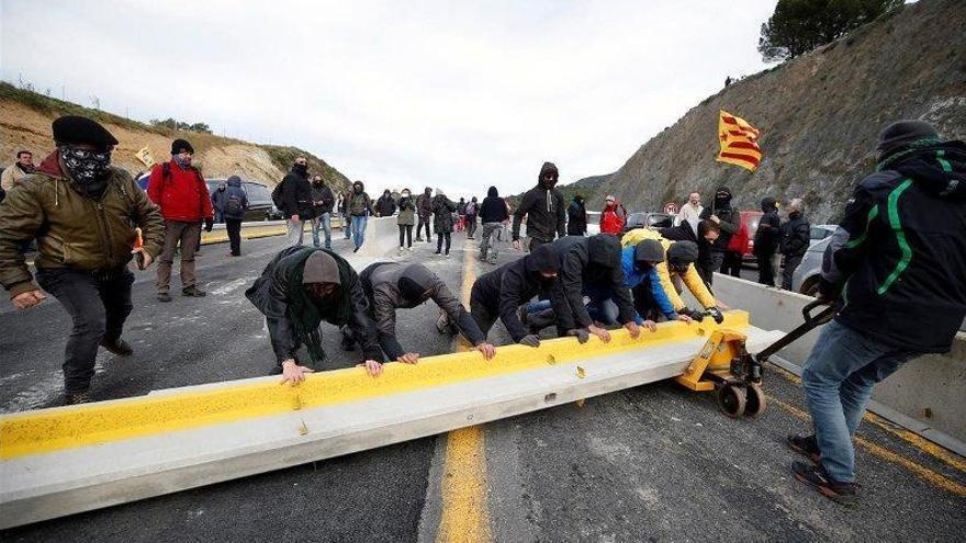 El corte de la frontera en La Jonquera coge músculo para aguantar al menos tres días