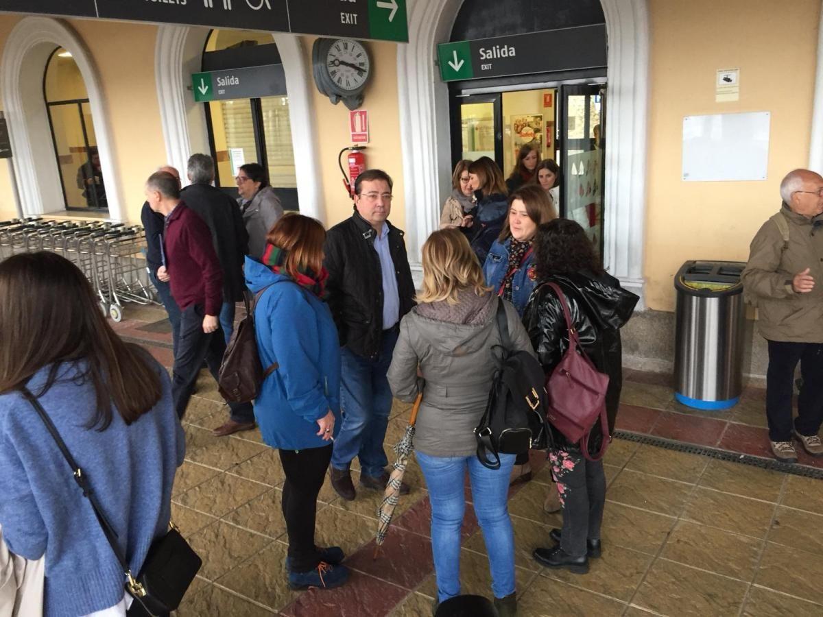 La manifestación por un tren digno para Extremadura en imágenes