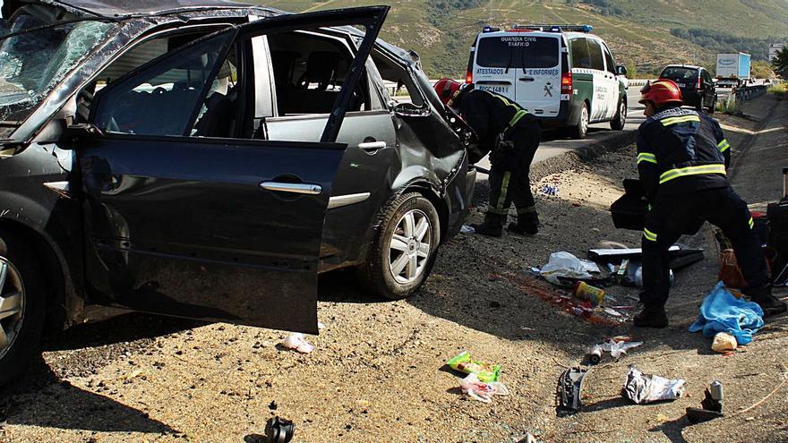 Día accidentado en Sanabria: un herido grave y 5 leves en dos siniestros en la A-52 en menos de una hora