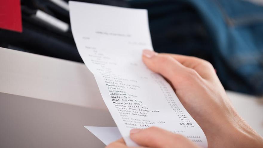 Presente en biberones, latas y tickets de compra: ¿es realmente peligroso el bisfenol A?
